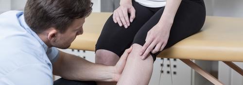 Rheuma Knie - Symptome, Behandlung, Therapie