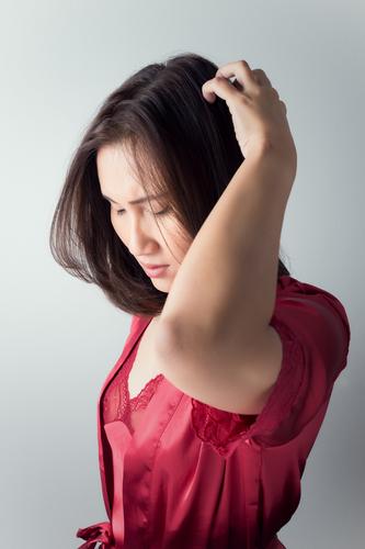 Kopfhautentzündung – Ursachen und Behandlung