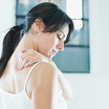 Schulterknacken – warum knacken die Schultern