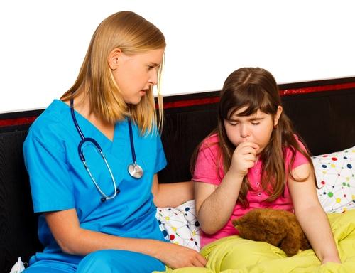 Keuchhusten trotz Impfung – wie richtig behandeln?
