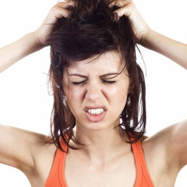 Kopfjucken – Ursachen und Therapie