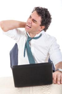Nackensteife – Ursachen und Therapie