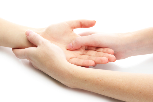 Schmerzen im Handballen – wie behandeln?