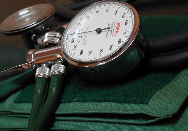 Orthostatische Hypotonie – Symptome, Behandlung und Therapie