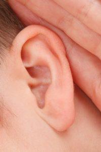 Welche Ursachen kann das Knacken im Ohr haben?