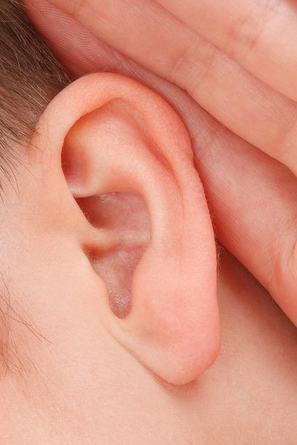 Vergrößerte Lymphknoten hinterm Ohr – Welche Ursachen gibt es?