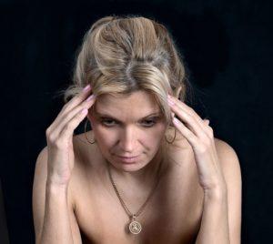 Dauerkopfschmerzen – Definition, Ursachen und Symptome