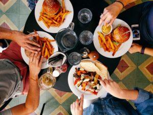 Müdigkeit nach dem Essen – Ursachen und richtige Diagnose
