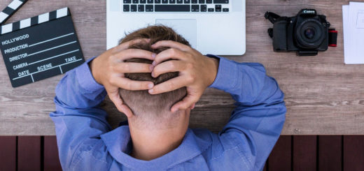Dauerkopfschmerzen können im Berufsalltag belastend sein