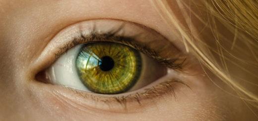 Geweitete Pupillen bei einer Frau
