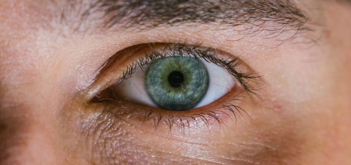 Ein gesundes Auge ohne Symptome einer Hornhauttrübung
