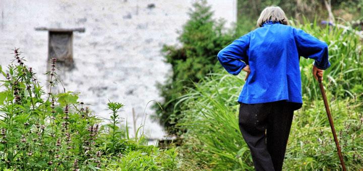 Hüftschmerzen treten häufig bei älteren Menschen auf
