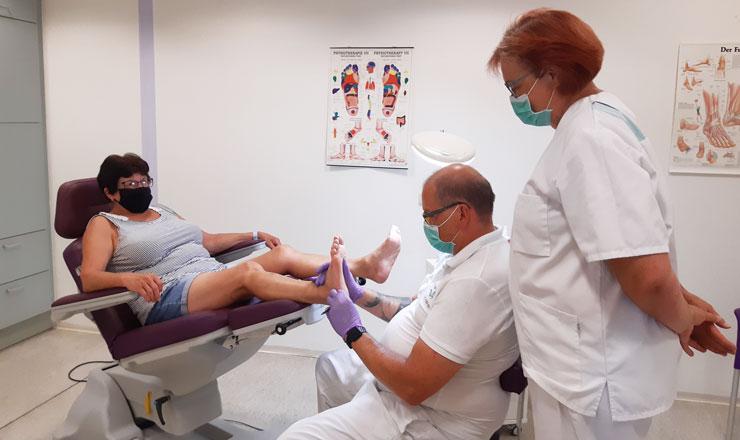 Gesunde Füße bekommen bei einer Behandlung von Christian Ball