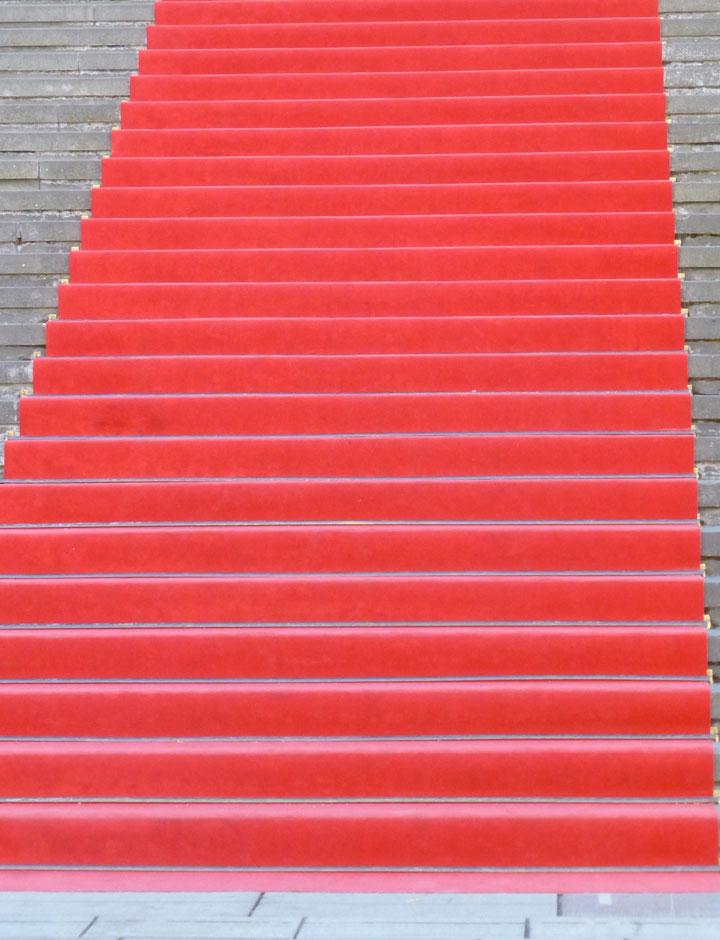 Die Treppe als Symbol für den Mut zum Ich von Monika Becker