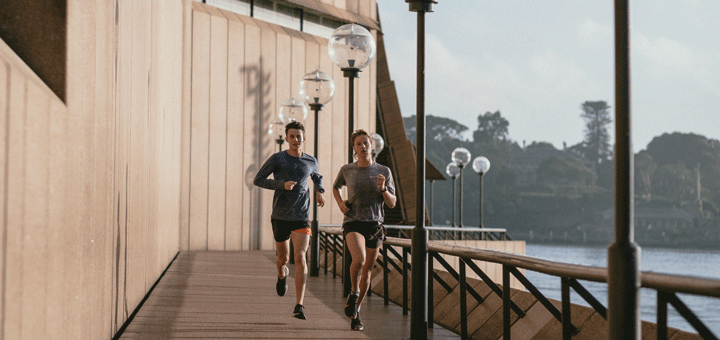 Paar treibt Sport in Form von Joggen