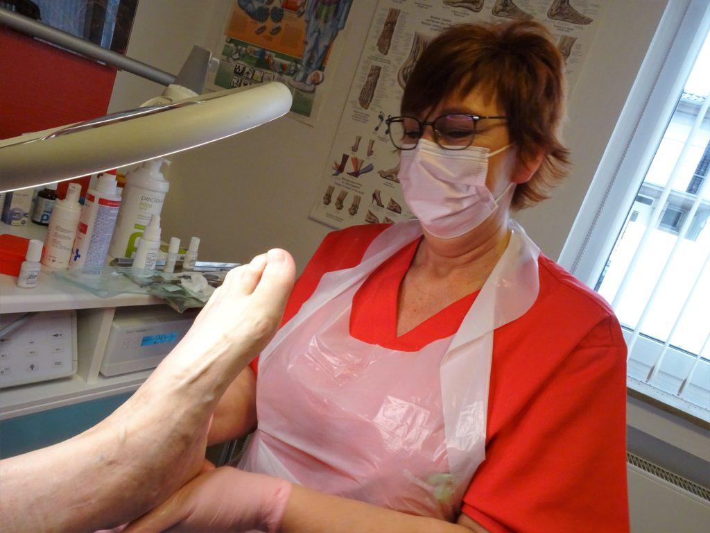 Stefanie Krekeler ist Expertin für Fußgymnastik und behandelt Füße im Rahmen der Podologie