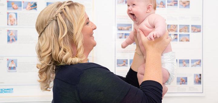 Osteopathie beim Baby mit Osteopathin Saskia de Groot
