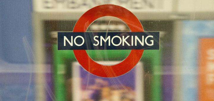 Rauchen-Verboten Schild hilft die Gewohnheiten abzulegen, da es eh verboten ist